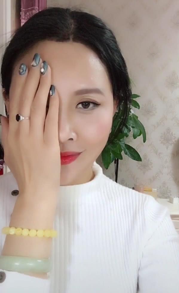 刘嘉玲翻牌仿妆_仿妆的技巧是什么,刘嘉玲翻牌网友仿妆,刘嘉玲妆前妆后是怎么样的